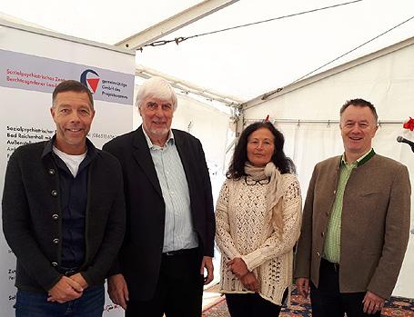 Hier sehen Sie Holger Steckermaier, Jürgen Salzhuber, Sabine Haase, Oberbürgermeister Dr. Herbert Lackner